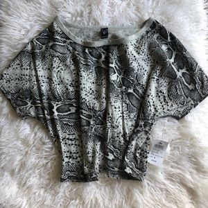Windsor new Snake print gray black crop top